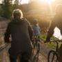 Familjen cyklar.