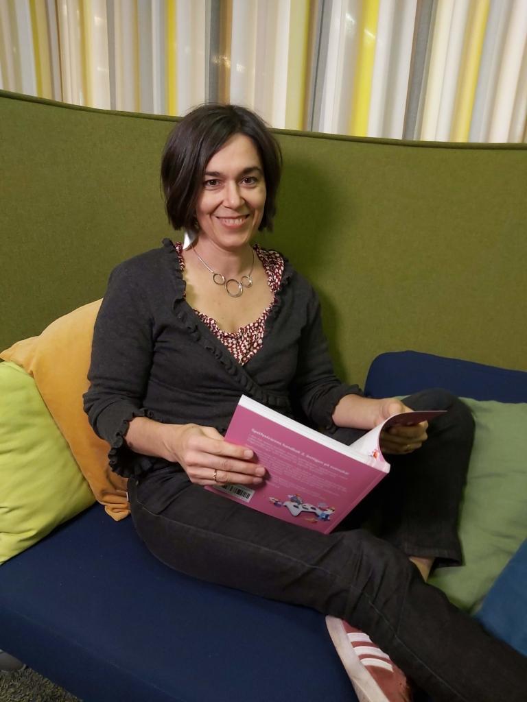Annukka Såltin läser den nya Spelfostrarens handbok 2.